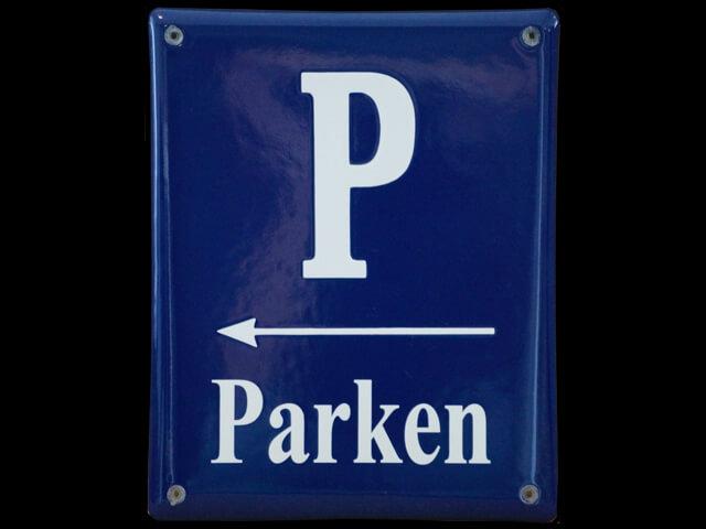 Emaille Hinweisschild zum Parkplatz